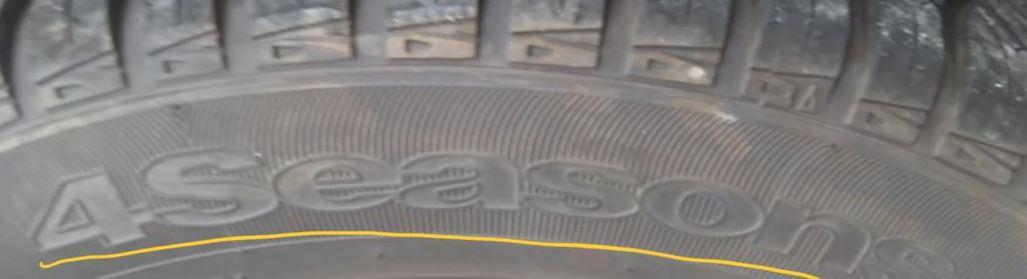 オールシーズンタイヤの4Seasonsって書かれている箇所